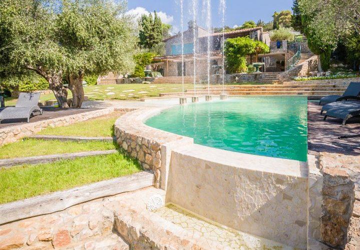 cascata in piscina per hotel con fontane