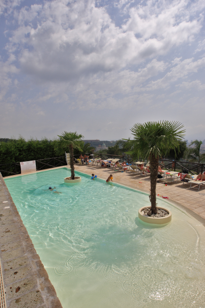 I rivestimenti della piscina e il paesaggio piscine for Clorazione piscine