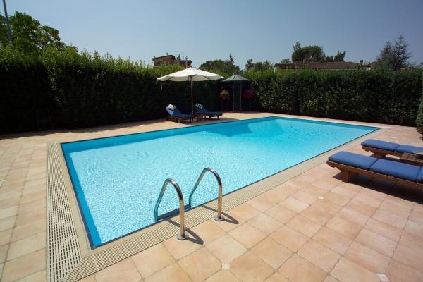 La pavimentazione del solarium l 39 impatto visivo e la for Pavimentazione della piscina